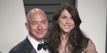 """How Jeff Bezos' Ex-Wife Mackenzie Became One Of The Most Powerful Women Of 2020"